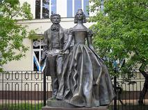 Памятник Александру Пушкину и Наталье Гончаровой