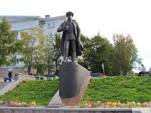 Памятник адмиралу флота СССР Николаю Кузнецову в Архангельске