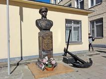 Памятник адмиралу флота СССР Николаю Кузнецову в Москве