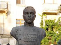 Памятник адмиралу флота СССР Николаю Кузнецову в Севастополе