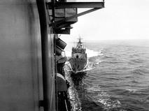 """Сторожевой корабль """"Беззаветный"""" готовится совершить навал на крейсер ВМС США """"Йорктаун"""""""