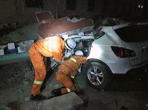 Поисковые отряды китайских спасателей в зоне землетрясения