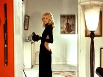 Высокий блондин в чёрном ботинке