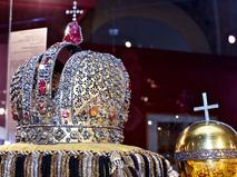 Императорская корона и держава
