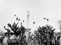 Берлин. Май 1945 г. Танкисты провозглашают Победу
