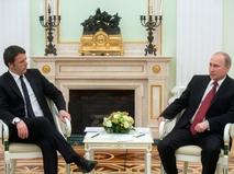 Президент России Владимир Путин и премьер-министр Италии Маттео Ренци во время встречи
