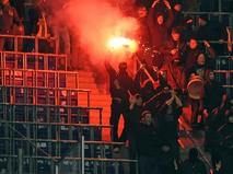 Футбольные фанаты на трибунах