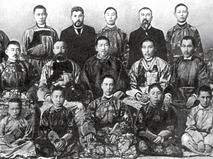 Пётр Бадмаев с учениками
