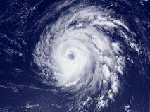 Ураган в районе Бермудских островов