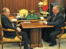Президент России Владимир Путин и глава компании «Транснефть» Николай Токарев