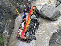 Место ДТП с автобусом в Индии
