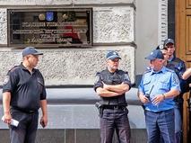 Милиция Украины у здания МВД Украины