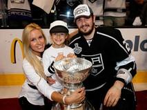 Хоккеист Вячеслав Войнов с семьей