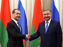 Премьер-министр России Дмитрий Медведев и премьер-министр Белоруссии Андрей Кобяков