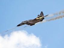 Истребитель ВВС России ведет обстрел