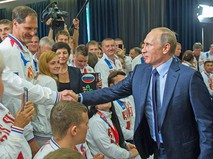 Президент России Владимир Путин на встрече в Сочи с победителями Всемирных игр колясочников и ампутантов