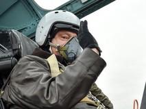 Президент Украины Пётр Порошенко в кабине модернизированного истребителя Су-27УБ
