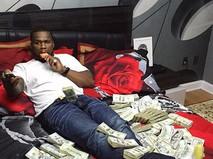 Объявивший себя банкротом рэпер 50 Cent устроил фотосессию с пачками долларов