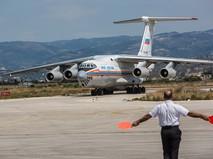 Самолет МЧС России с грузом гуманитарной помощи