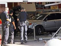 Джип протаранил супермаркет в США