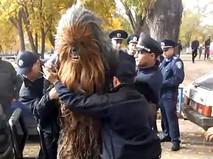 Украинская полиция задерживает Чубаку