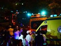 Автомобили медицинской службы Египта с телами погибших в авиакатастрофе самолета Airbus A321