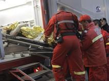 Сотрудники медицинской службы на месте происшествия в Бухаресте