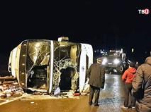 Спасатели МЧС на месте ДТП с участием автобуса