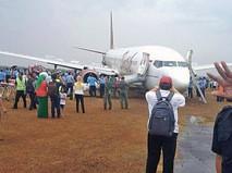 Самолёт Boeing-737 выкатился за взлётную полосу