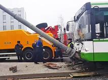 Инспекторы ДПС на месте ДТП с участием автобуса