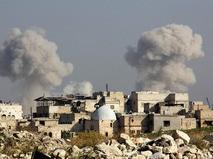 Последствия авиаудара правительственных войск Сирии по пригороду Алеппо