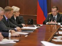 Председатель правительства РФ Дмитрий Медведев проводит совещание в режиме видеоконференции
