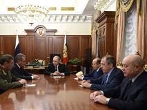 Владимир Путин проводит совещание