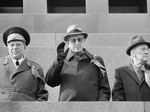Министр обороны СССР Дмитрий Устинов, Генеральный секретарь ЦК КПСС Юрий Андропов и председатель Совета Министров СССР Николай Тихонов
