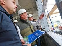 Руководитель администрации президента РФ Сергей Иванов во время посещения в столице Камчатского края строящегося здания