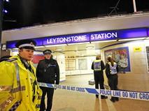 Полиция у входа в метро Лондона