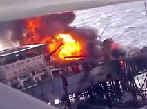 Пожар на нефтедобывающей платформе на Каспии