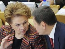Людмила Швецова и Александр Жуков на заседании нижней палаты российского парламента