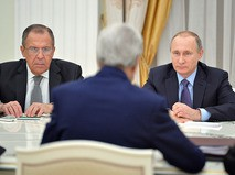 Президент России Владимир Путин и министр иностранных дел РФ Сергей Лавров во время встречи в Кремле с государственным секретарем США Джоном Керри