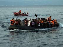 Лодка с мигрантами на борту