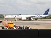 Cамолет авиакомпании Air France в аэропорту города Момбас, Кения