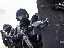 Бойцы ОМОН проводят спецоперацию