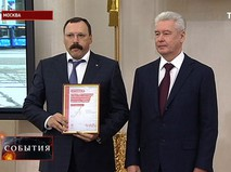 Сергей Собянин вручает коммерческим перевозчикам сертификаты