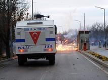Полиция Турции во время разгона демонстрантов