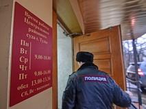 Сотрудник полиции у Центрального районного суда Тулы