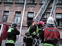 Пожарные на месте возгорания в Санкт-Петербурге