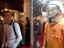 Посетители музея космонавтики на ВДНХ