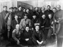 Иосиф Виссарионович Сталин и Владимир Ильич Ленин среди делегатов VIII съезда РКП (б)