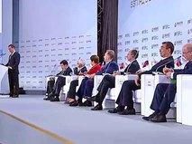 Дмитрий Медведев выступает на Гайдаровском форуме