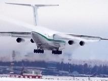 Ил-76 садится в аэропорту